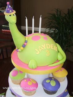 I think this is the 100th dinosaur cake I've pinned. Need to stop now.