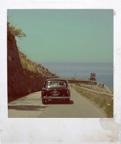 wedding destination Southern Italy | vintage car | sea | www.produzionievergreen.com