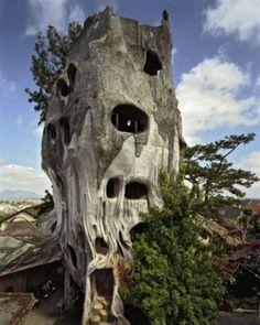 unusual tree houses around the world   unique bizarre houses 11 Unique and bizarre houses around the world ...