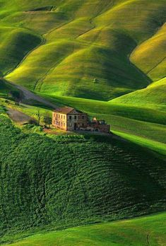 Tuscany, italy. I would love to be the owner of that house. www.wealthsponge.com