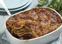 Lasagne er en fantastisk italiensk klassiker, som altid smager godt - også dagen efter. Få opskriften på lækker lasagne her Italian Recipes, Pasta, Dessert, Dinner, Ethnic Recipes, Food, Lasagna, Dining, Deserts