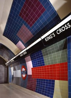 King's Cross St Pancras, 1986 Northern Line Northbound completed tile work