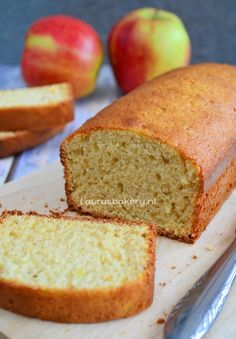 Appelmoescake - Laura's Bakery No butter appelsauce cake. Pureed Food Recipes, Baking Recipes, Cake Recipes, Dessert Recipes, Healthy Baking, Healthy Desserts, Delicious Desserts, Yummy Food, Bread Cake