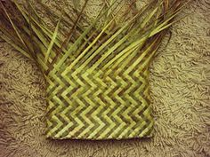 FLAXWEAVING This unique form of the weaving craft was invented by Maori specifically for native flax (harakeke) and is a good represent. Treaty Of Waitangi, Flax Weaving, Maori Designs, Maori Art, Jute, Baskets, Blog, Crafts, Bikini