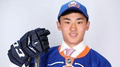 hockey draft | Le Chinois Song Andong pose après avoir été en 172e position par ...