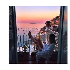 """32 Likes, 1 Comments - •The Bloggers' Lounge• (@thebloggerslounge) on Instagram: """"Holla-day dreaming ✨🌅"""""""