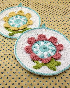 This embroidery-style dishcloth comes in two fabulous spring color combinations!
