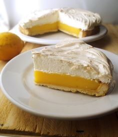 Olás! Todo o mundo, literalmente, sabe o quanto é bom um pedaço de torta de limão. O equilíbrio entre o azedo refrescante e o doce confor...