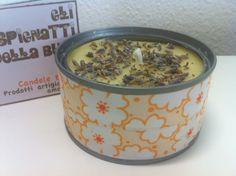 Candela in cera di soia con oli essenziali.