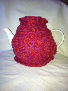 Keep the tea cozy Tea Cozy, Crafty, Knitting, Sewing, Tableware, How To Make, Handmade, Hand Made, Costura