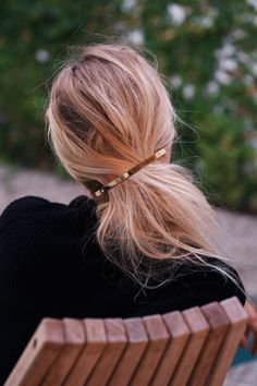 Must-Have Hair: The Gold Barrette (Le Fashion) - hair - Hair Messy Hairstyles, Pretty Hairstyles, Blonde Hairstyles, Hairstyle Ideas, Bangs Hairstyle, Daily Hairstyles, Bridal Hairstyle, Style Hairstyle, Trending Hairstyles