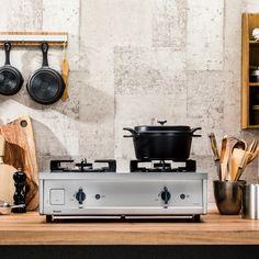私たちがキッチンに求めていることってなんだろう。家庭の台所を預かる主婦にとって、キッチンは特別な場所です。単に料理をするための空間ではなく、「わたしのための場所」をつくりたい。お客さんにキ
