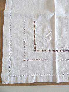 Serviettes de table anciennes monogrammées en lin