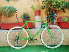 Cuadro Antiguo, frenos herradura, llantas de aleación, neumáticos 700 x 28c. Bicycle, Vehicles, Bicycle Types, Riding Bikes, Fixed Bike, Bike, Bicycle Kick, Bicycles, Car