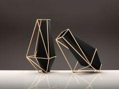 black&gold vases  Decoração de Interiores: Referências em design Interno | Arkpad Slideshow