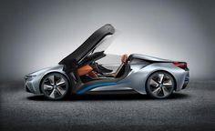 BMW ha diffuso una immagine del cruscotto della concept che svelerà al CES di Las Vegas 2016. Molto probabilmente è la nuova BMW i8 Spyder