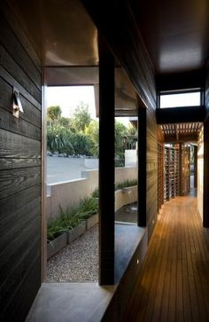 Waiheke Island, New Zealand     A project by: Strachan Group Architects