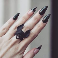 Almond shaped acrylic nails are a popular look and are often preferred by modern women. Unlike dangerous and sharp stiletto nails, almond nails are more… Hair And Nails, My Nails, Neon Nails, Gothic Nails, Almond Acrylic Nails, Black Almond Nails, Dark Nails, Super Nails, Nagel Gel