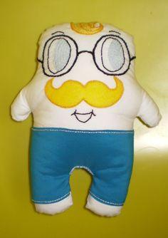 Novo boneco.  Aceitam-se encomendas.   Para mais informações contactar através de email.   mumies.design@gmail.com