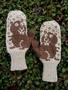 Double Knitting Patterns, Knitted Mittens Pattern, Knit Mittens, Knitted Hats, Wrist Warmers, Hand Warmers, Yarn Stash, Knitting Accessories, Knitting For Kids