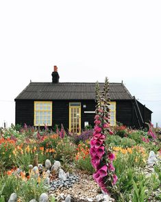 Black exterior on a small house. Interior Exterior, Exterior Design, Garden Cottage, Home And Garden, Garden Houses, Dream Garden, Outdoor Spaces, Outdoor Living, Beautiful Homes