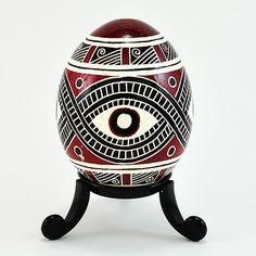 Love this design. Art Assignments, Easter Egg Designs, Ukrainian Easter Eggs, Native American Pottery, Native Design, Egg Crafts, Batik, Faberge Eggs, Doodles Zentangles