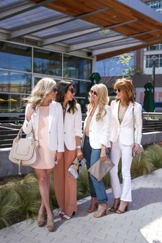 Chic at Every Age // The White Blazer - Style of Sam Spring Fashion Outfits, Summer Fashion Trends, Spring Summer Fashion, Spring Style, Fashion Bloggers Over 40, Advanced Style, Fashion Beauty, Womens Fashion, Blazer Fashion