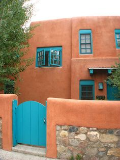 terra cotta and blue doors and windows, santa fe love this color, where the sun is bright so can the homes be, so beautiful. terracota and blue turquoise Southwestern Home, Southwest Decor, Southwest Style, Exterior Colors, Exterior Paint, Exterior Trim, Adobe Haus, Fachada Colonial, New Mexico Style