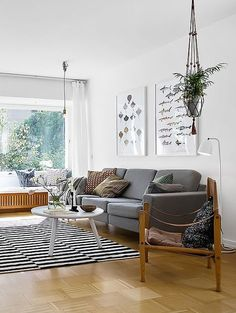 I really like this living room: it's clean, cozy and playful at the same time. I also like the old school map in the kitchen. Decor Interior Design, Interior Design Living Room, Rectangular Living Rooms, Ikea Living Room, Living Room Inspiration, Home Furniture, House Design, Ikea Stockholm Rug, Decorating Ideas
