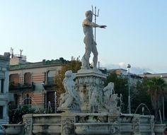La fontaine de Neptune sur la place du Palazzo del Governo a été construite en 1557. Neptune, sortant des eaux, La fontaine de Neptune sur la place du Palazzo del Governo a été construite en 1557. Neptune, sortant des eaux.