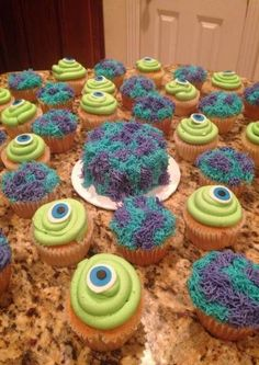 and Sully cupcakes and smash cake.Mike and Sully cupcakes and smash cake. Monster 1st Birthdays, Monster Inc Party, Monster Birthday Parties, 2nd Birthday Parties, First Birthdays, Monster University Party, Birthday Ideas, Cake Birthday, Monster Birthday Cakes