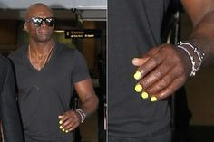 Seal looks haute in yellow nails