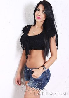 Sexy Latino woman Belly Shirts, Beautiful Latina, International Dating, Looking For Love, Sexy Outfits, Crop Tops, Woman, Clothes, Fashion