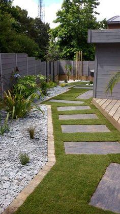 Entrée maison jardin paysager gazon pas japonais