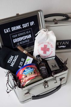 Be the best ‪#‎groomsman‬ ever with this easy step-by-step guide! And unique groomsman gift ideas for the groom! Featured: Something Turquoise