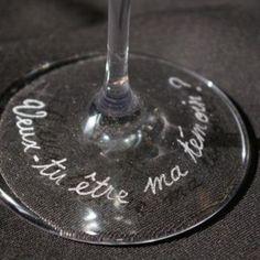 Une façon très original de demander à vos témoins d'être à vos côtés le jour J Flute Champagne, Artisanal, Custom Glass, Glass Etching