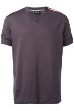 Rossignol tri-colour stripe v-neck T-shirt https://modasto.com/rossignol/erkek-ust-giyim-t-shirt/br34538ct88