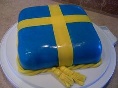Swedish flag cake in marzipan. Very patriotic! Swedish Dishes, Swedish Recipes, Swedish Foods, Swedish Flag, Swedish Girls, Flag Cake, Swedish Design, Cake Decorating Tips, Sweet Cakes