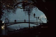 Lovers' Bridge on the Canal du Vasse, Annecy, Haute-Savoie, 1992. Photo by Jean Gaumy.