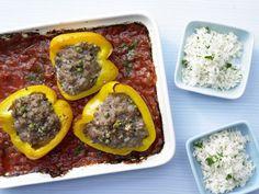 Gefüllte Paprikaschoten mit Kräuterreis: fettarm, im Ofen geschmort mit Tomatensauce, Hackfleisch und würzigen Kapern.