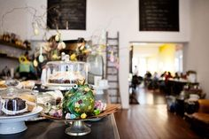 Escobar - Quellinstraat 32. Koffie, breakfast & lunch (én knappe barista)