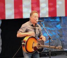 Bruce Springsteen Sings for Obama in Charlottesville