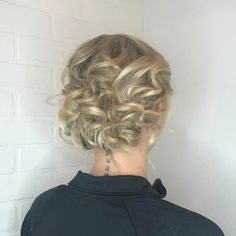 Curly+Blonde+Updo+For+Shorter+Hair