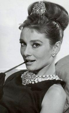 "Audrey Hepburn ""Breakfast at Tiffany's"" 1961 Audrey Hepburn Movies, Audrey Hepburn Born, Audrey Hepburn Breakfast At Tiffanys, Divas, Tiffany Art, Tiffany Blue, Star Wars, Golden Age Of Hollywood, Vintage Hollywood"