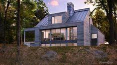 Les maisons métisses Adornetto | Mario Adornetto | Pulse | LinkedIn Farmhouse Architecture, Modern Farmhouse Exterior, White Farmhouse, Lac Champlain, 2 Story Houses, Reno, Cabins In The Woods, Architect Design, Cool Rooms
