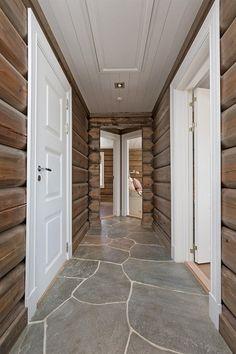 FINN Eiendom - Fritidsbolig til salgs Rustic Elegance, Old Wood, Log Homes, Neutral Colors, Tile Floor, Real Estate, Cabin, Outdoor Decor, Home Decor