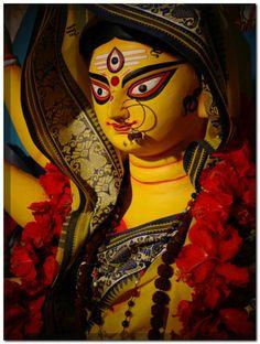 Navratri Puja will help you overcome all your negativities. Flourish with wealth on this Navratri by offering Homam to Lakshmi, Saraswathi & Durga. Shiva Hindu, Durga Puja, Shiva Shakti, Krishna, Maa Durga Photo, Maa Durga Image, Kali Goddess, Mother Goddess, Durga Maa Paintings