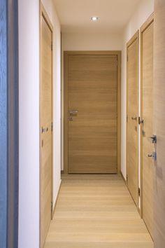 Porte en chêne teinté standard - Lilly is Love Oak Doors, Entrance Doors, Wooden Doors, Modern Windows And Doors, Modern Front Door, Room Door Design, House Design, Black Interior Doors, Inside Doors
