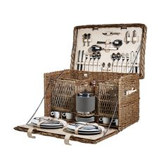 one day I shall own a picnic basket like this one!