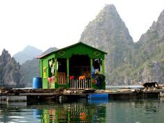 Ha Long Bay in Northern Vietnam Places To Travel, Places To See, Cat Ba Island, Ha Long Bay, Floating House, Bohemian Design, Good House, Paris Travel, Vacation Destinations